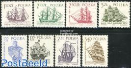 Ships 8v